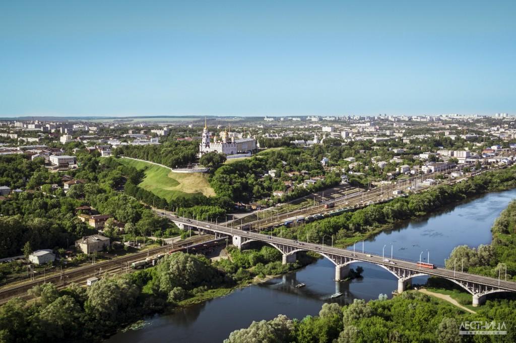 Город Владимир с высоты птичьего полета. Мост через Клязьму.