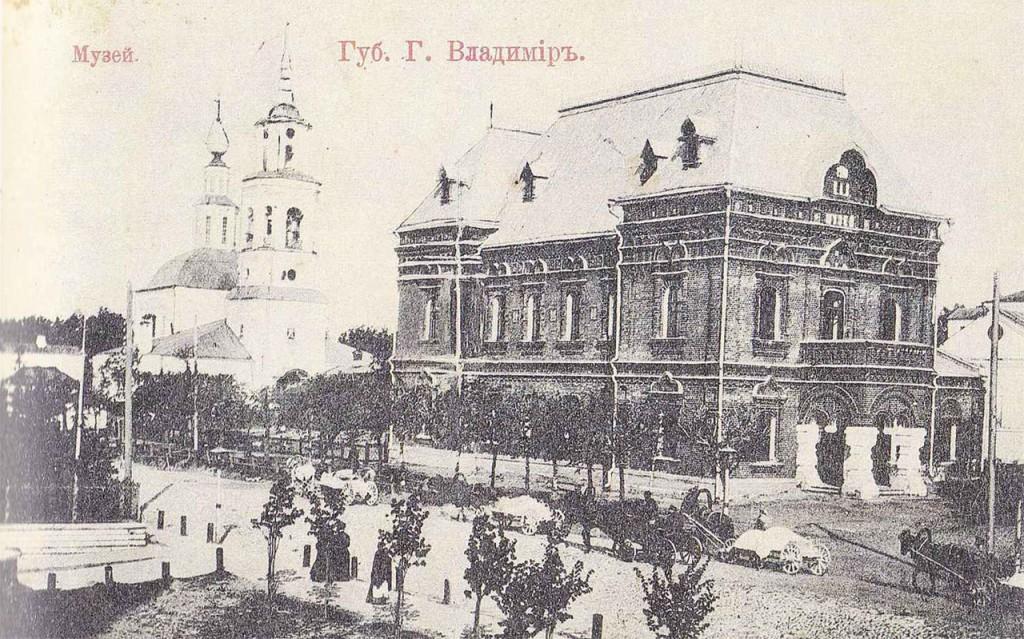 Черно-белая фотография. Музей города Владимира