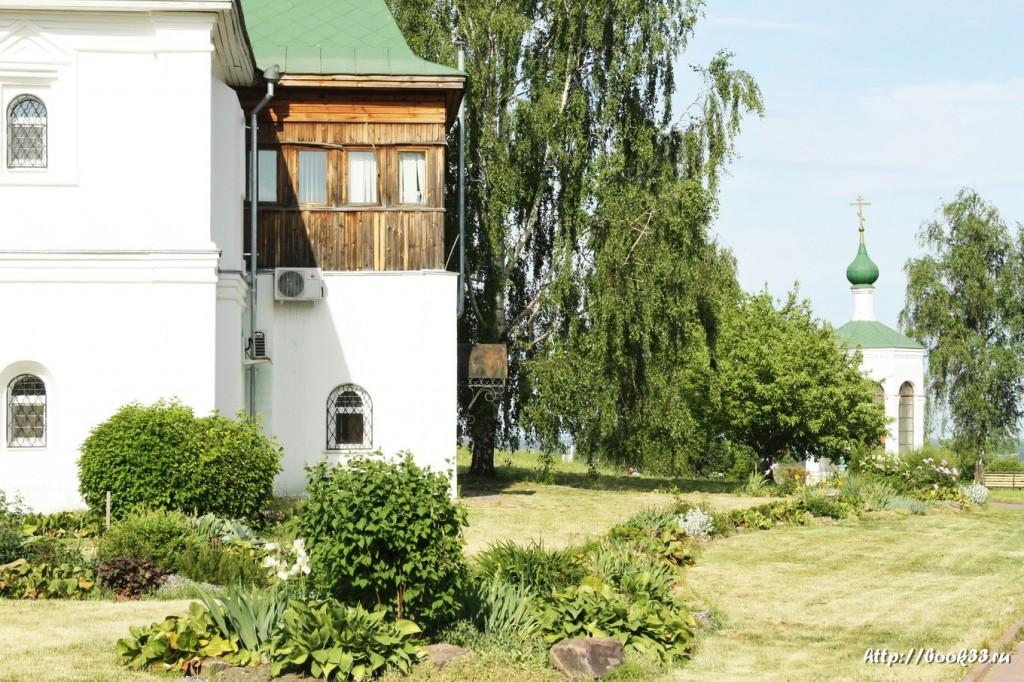 3649 Декорации Спасо-Преображенского монастыря в Муроме. Зелень