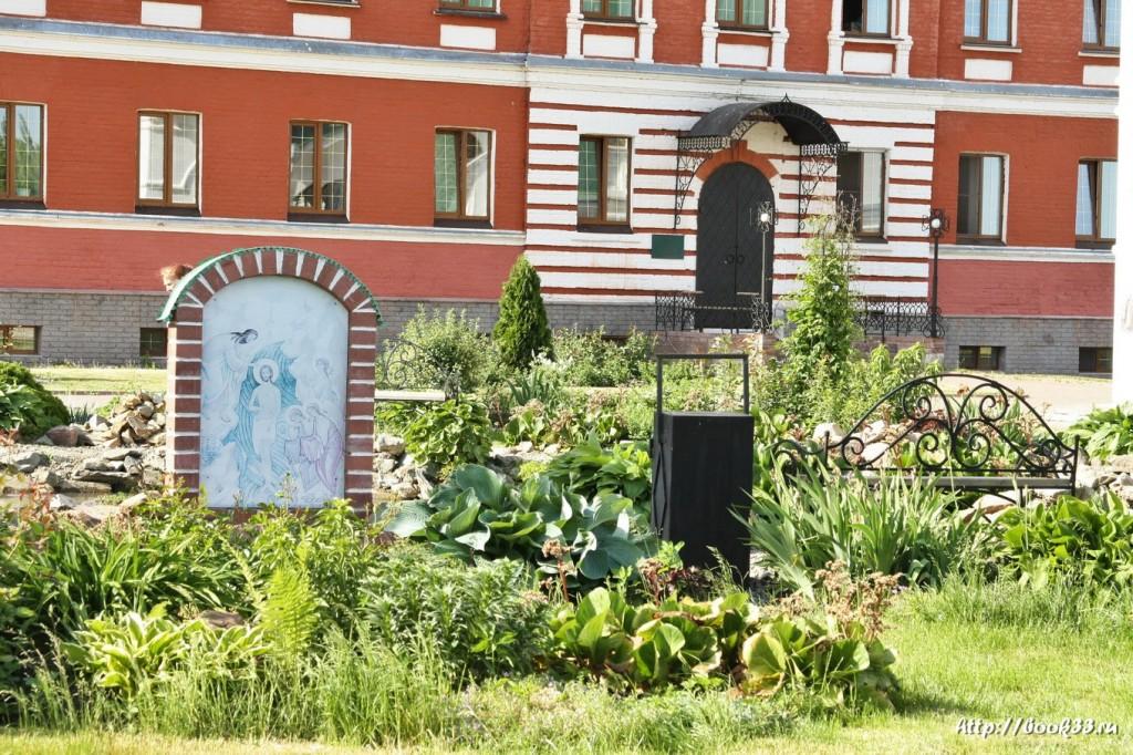 3650 Спасо-Преображенский монастырь в Муроме. Цветущий пруд(2)