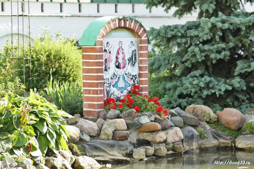 3814 Декорации Спасо-Преображенского монастыря в Муроме. Цветущий пруд