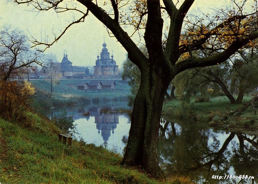 Суздаль. Река Каменка. Вид на музей деревянного зодчества и крестьянского быта