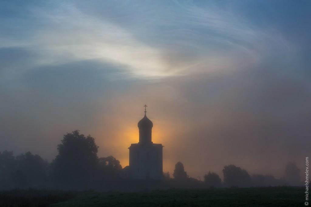 Церковь Покрова на Нерли на закате 04