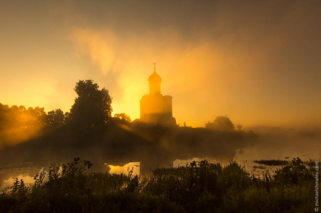 Церковь Покрова на Нерли на закате 06