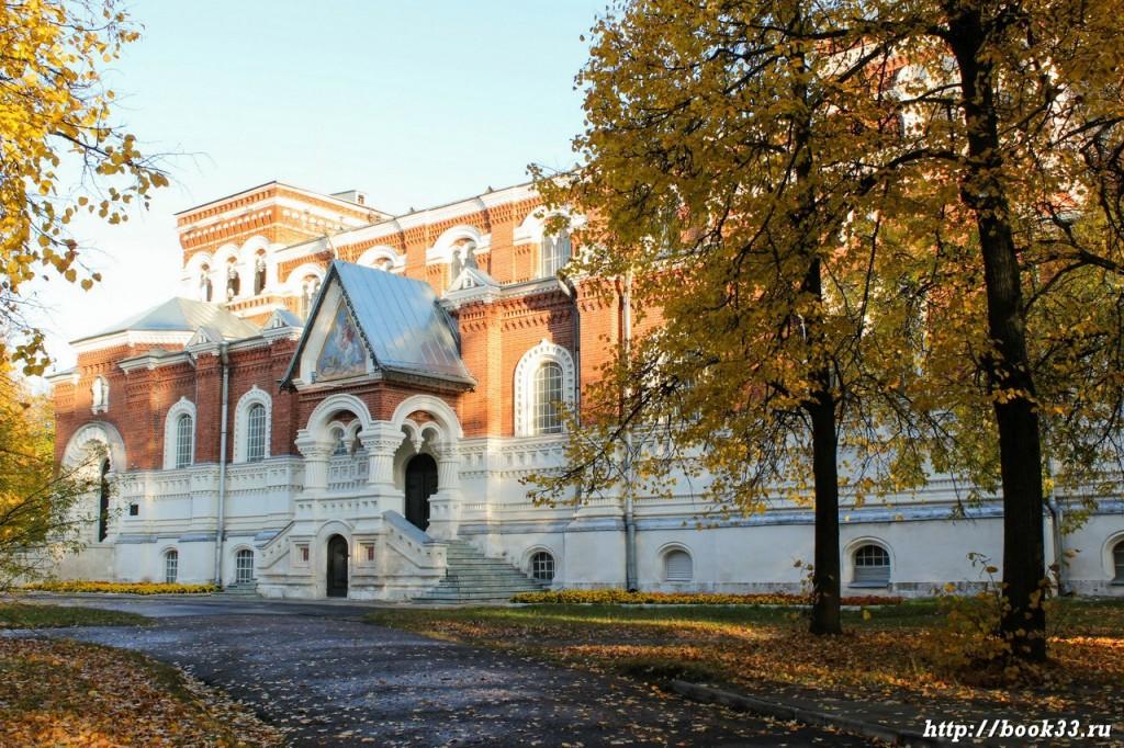 Музей Хрусталя (бывший Георгиевский собор)
