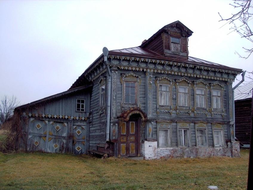 Жилой дом в деревне Гридино, постройка начала ХХ века. Фото автора 2014 год.