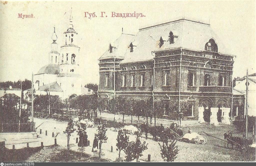 Здание исторического музея во Владимире 01