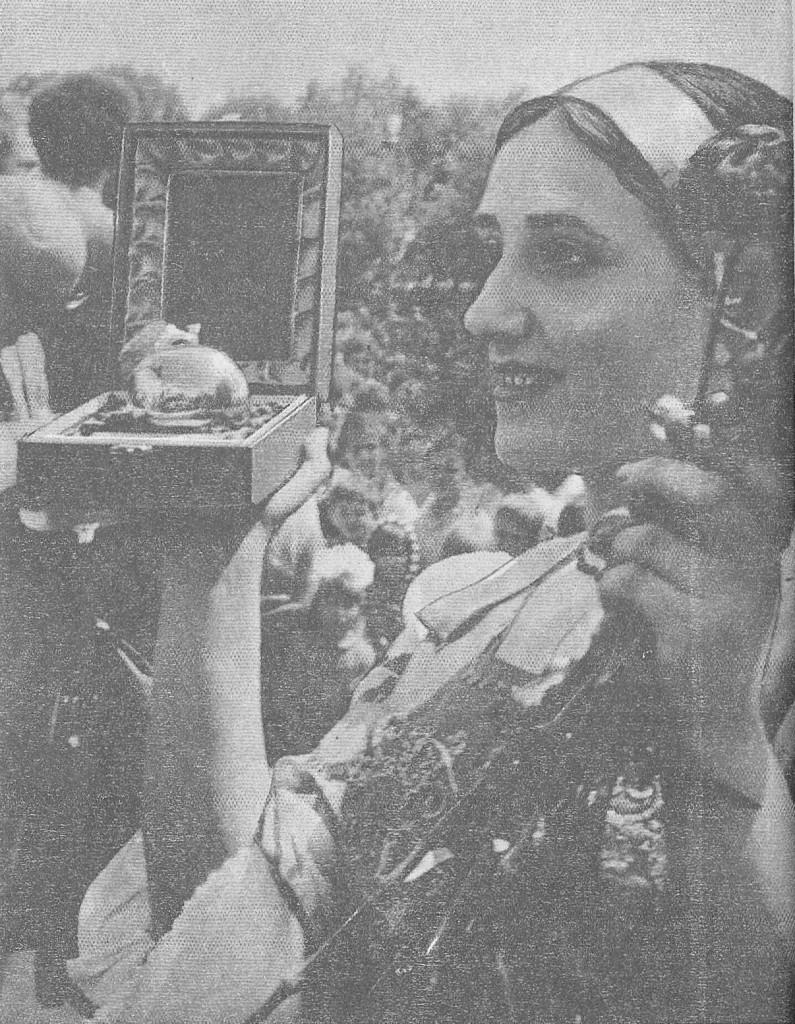 """Церемония вручения г. Суздалю почетного приза ФИЖЕТ """"Золотое яблоко"""". Июнь 1983 г."""