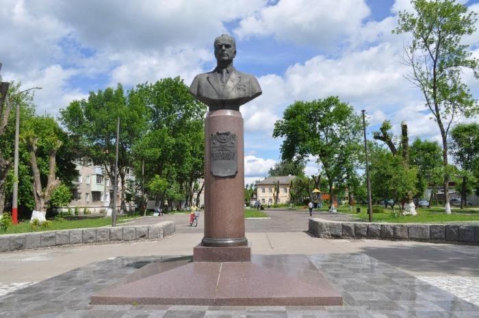 Памятник Белякову в Муроме